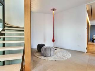 EXCLUSIVIDAD Y BIENESTAR EN LA VIVIENDA GERRET DE PORT ANDRAITX World Light estudio de iluminación Pasillos, vestíbulos y escaleras de estilo minimalista