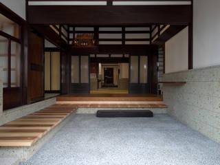 あわら町の家 和風の 玄関&廊下&階段 の 濱田修建築研究所 和風