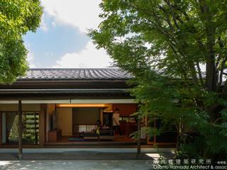 庭を囲む家 アジア風 庭 の 濱田修建築研究所 和風