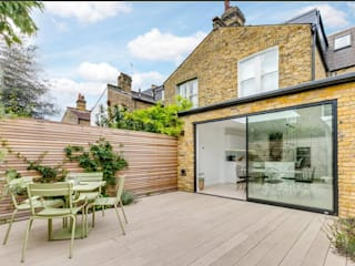 3 storey house central london - rear extension and roof extension Cris&Me l.t.d. Modern balcony, veranda & terrace
