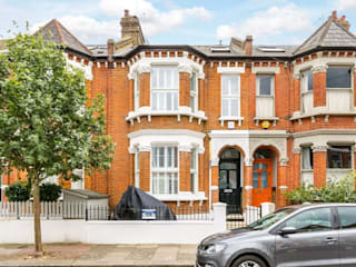 3 storey house central london - rear extension and roof extension Cris&Me l.t.d. Classic style living room