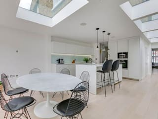 3 storey house central london - rear extension and roof extension Cris&Me l.t.d. Modern kitchen White