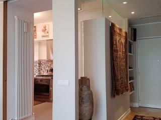 Cassia, il collezionista di tappeti Clointeriors- Claudio Corsetti Ingresso, Corridoio & Scale in stile moderno