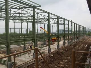 Steel Construction RUMAH BERKAT SEJAHTERA Pusat Perbelanjaan Gaya Industrial Besi/Baja Green