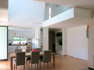 archipur Architekten aus Wien Modern dining room Wood White