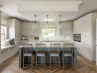 Bespoke Kitchen by John Ladbury John Ladbury and Company Dapur Klasik
