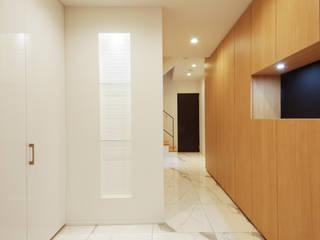 Pasillos, vestíbulos y escaleras modernos de TERAJIMA ARCHITECTS Moderno