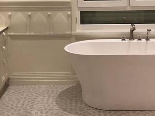 Bungalow 1970er - Komplette Sanierung Moderne Badezimmer von Helma Interior Innenarchitektur Modern