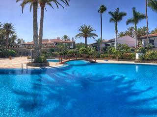 RENOVACIÓN PARCIAL DEL SEASIDE GRAND HOTEL LA RESIDENCIA 5* GL RÖ | ARQUITECTOS Piscinas de jardín Azulejos Turquesa