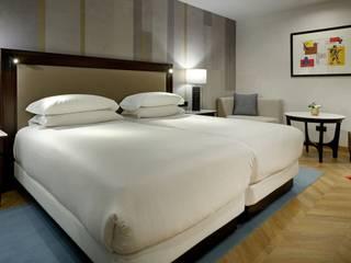 HOTEL HESPERIA Dormitorios de estilo clásico de FAUS INTERNATIONAL FLOORING SLU Clásico