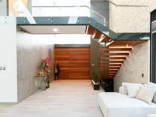 Pasillos, vestíbulos y escaleras de estilo moderno de SANTIAGO PARDO ARQUITECTO Moderno