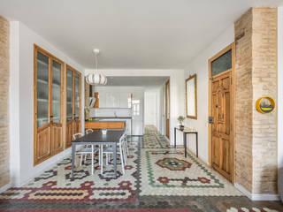 Home in Ruzafa tambori arquitectes Столовая комната в стиле модерн