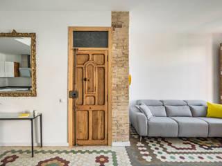 Home in Ruzafa Modern corridor, hallway & stairs by tambori arquitectes Modern