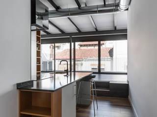 Penthouse in Valencia tambori arquitectes Кухня в стиле модерн