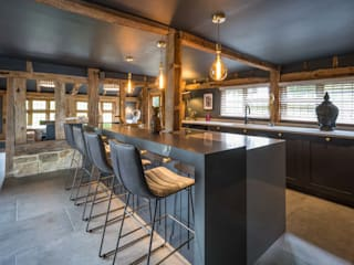 Manor Barn PTC Kitchens Dapur built in Black