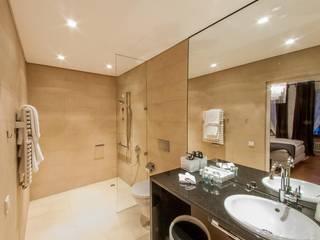 Komplexe Dachgeschosswohnung mit vielen Facetten Andre Henschke Immobilienfotografie Klassische Badezimmer