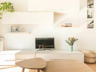Estudi Aura, decoradores y diseñadores de interiores en Barcelona Ruang Keluarga Gaya Eklektik