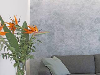 Salas de estar mediterrâneas por B+P architetti Mediterrâneo