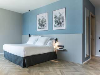 HOTEL SLEEP & FLY Dormitorios de estilo mediterráneo de FAUS INTERNATIONAL FLOORING SLU Mediterráneo