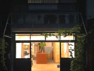 de INTERIOR BOOKWORM CAFE Moderno