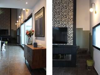 Reforma y decoración de vivienda unifamiliar Salones de estilo moderno de CRUCES ESTUDIO INTERIORISMO S.L. Moderno