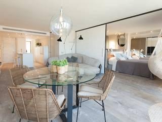 Mediterranean style dining room by Pia Estudi Mediterranean