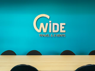 Wide Travel por Projecto 84 Moderno