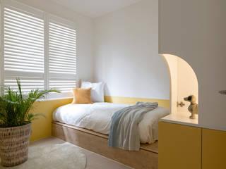 Dormitorios infantiles escandinavos de 寓子設計 Escandinavo