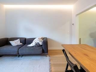 ES 79 Salones de estilo minimalista de Guillem Ros Studio Minimalista