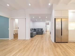 MF 11 Pasillos, vestíbulos y escaleras de estilo minimalista de Guillem Ros Studio Minimalista