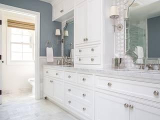Banheiros clássicos por Amy Peltier Interior Design & Home Clássico