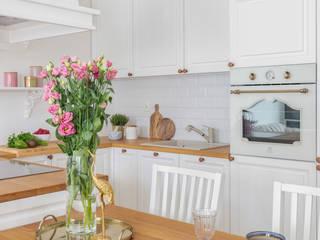 ラスティックデザインの キッチン の Pracownia Architektury Wnętrz Decoroom ラスティック