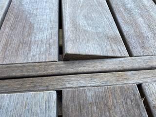 désordre sur des caillebotis en bankiraï pour information ADD Balcon, Veranda & Terrasse modernes Bois Beige
