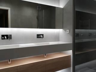 Minimalist style bathrooms by Ivo Sampaio Arquitectura Minimalist