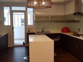 Dezeno Sdn Bhd Small kitchens White