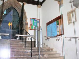 Fixed glass screens Ion Glass Casas de estilo minimalista Vidrio