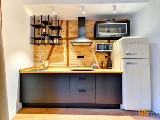 La reforma de un piso en Toledo llena de detalles. 05 Estudio Cocinas pequeñas