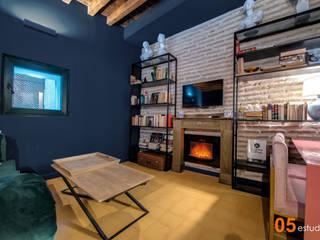 AMBIENTE BRITISH!! Reforma de piso en Toledo. 05 Estudio Salones de estilo ecléctico