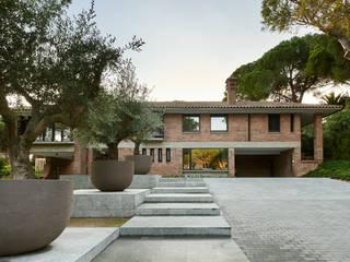 RESTAURACION DE UNA VIVIENDA DE AUTOR EN MARESME Jardines de estilo moderno de Rardo - Architects Moderno