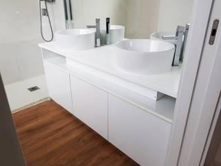 WC ROVAL Cozinhas e Roupeiros Casa de banhoArrumação Branco