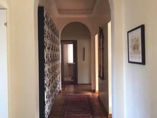 Appartamento in città Eikon Ingresso, Corridoio & Scale in stile classico Legno Beige