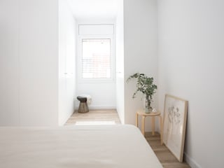 Scandinavian style bedroom by Laia Ubia Studio Scandinavian