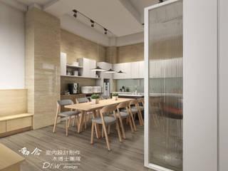 設計使生活簡單而幸福 斯堪的納維亞風格的走廊,走廊和樓梯 根據 木博士團隊/動念室內設計制作 北歐風