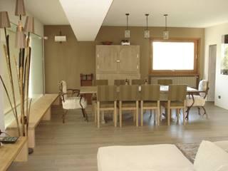 Montagna incantata Eikon Sala da pranzo in stile rustico Legno Bianco