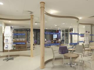 Free standing glass screens Ion Glass Paredes y suelos de estilo minimalista Vidrio