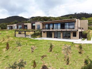 Arquitectos y Entorno S.A.S Detached home