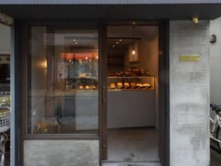 Spazi commerciali in stile scandinavo di 早田雄次郎建築設計事務所/Yujiro Hayata Architect & Associates Scandinavo