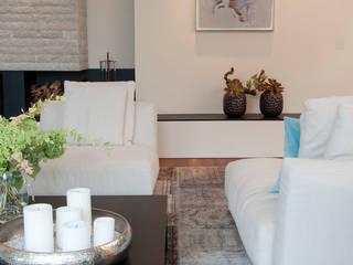 Haus am See GABRIELA RAIBLE INNENARCHITEKTUR Moderne Wohnzimmer