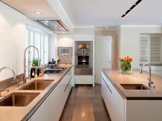 Haus am See GABRIELA RAIBLE INNENARCHITEKTUR Moderne Küchen