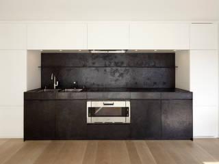 Black & White Loft Munich GABRIELA RAIBLE INNENARCHITEKTUR Moderne Küchen